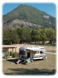 Le camping solaire veynes dans les hautes alpes france for Camping mercantour piscine